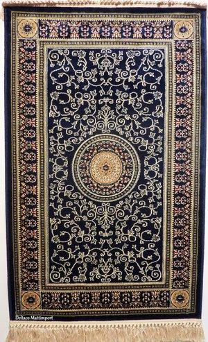Antiqua mörkblå finns i 67 x 105