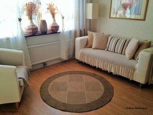 Quadrat 133 cm finns i brun och beige